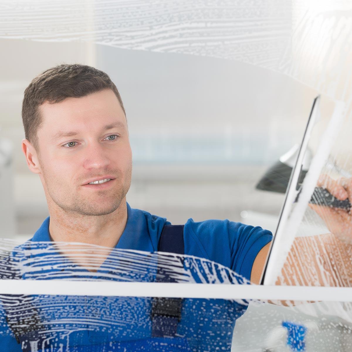 Fensterputzer Augsburg putzt Fenster in privaten Haushalten.